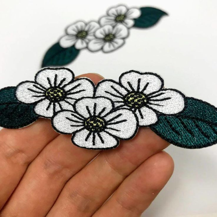 Daisy Flowers patch Iron on, Forest Green and White daisies embroidery Length 4.13 Inches 10 cm applique