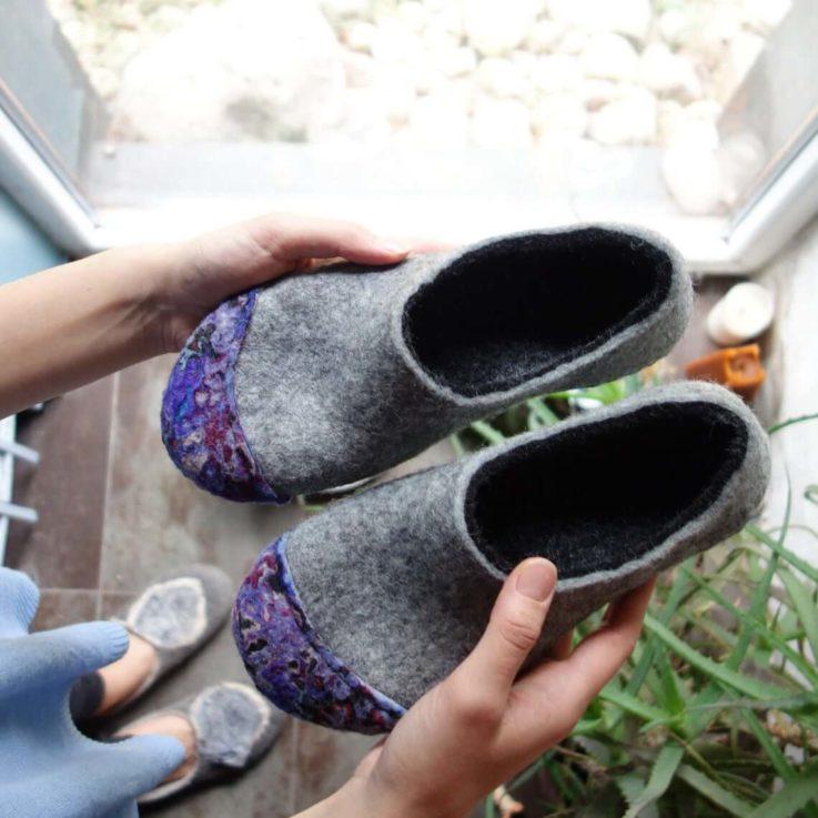 Felted slippers - Women slippers - Unisex slippers - Wool slippers - Woolen clogs - Grey slippers - Grey white black - Valenki