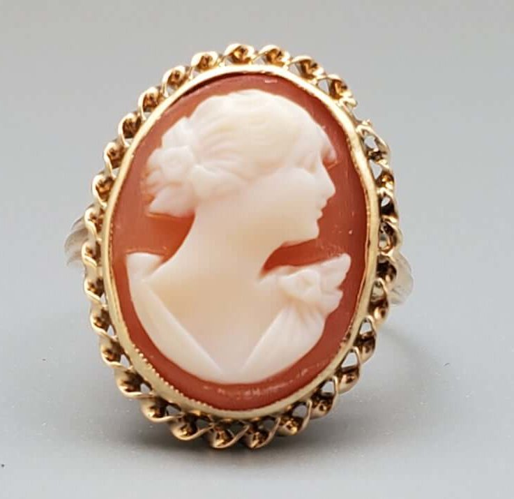 Antique Shell Cameo Lady's Ring - Fine Jewelry 14K Gold Ring