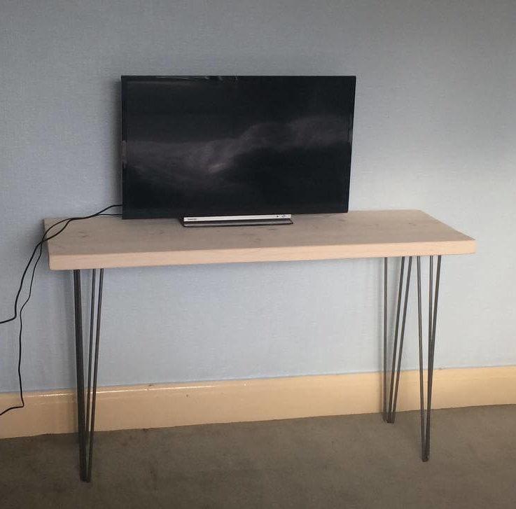DeskWood desWooden tableSolid woodTableUrbanRecycledCustom madeTV standHandmade in UKHairpin legsMetal legsReclaimedRecycled