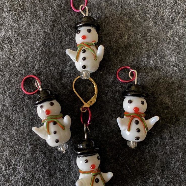 Little snowmen stitch markers, holiday markers, winter stitch markers, knitting stitch markers