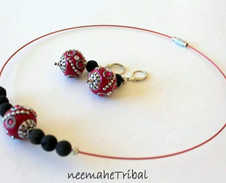 Neckring with Earrings made of Cherryred Kaschmiri-Beads and Black Lava Gemstones, Handmade Unique Jewelry Set, Red Neckring
